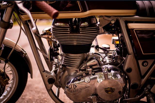 画像: エンジンはノーマルでしょうが、空冷単気筒エンジンの美しいフォルムをスッキリ見せてくれてますねえ