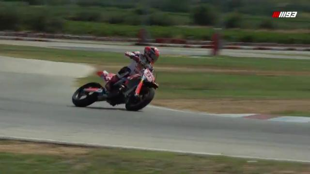 画像: あくまでリラックスしたペースで、ガンガン攻めている感じではありません。でも速いし、上手いですね! www.youtube.com