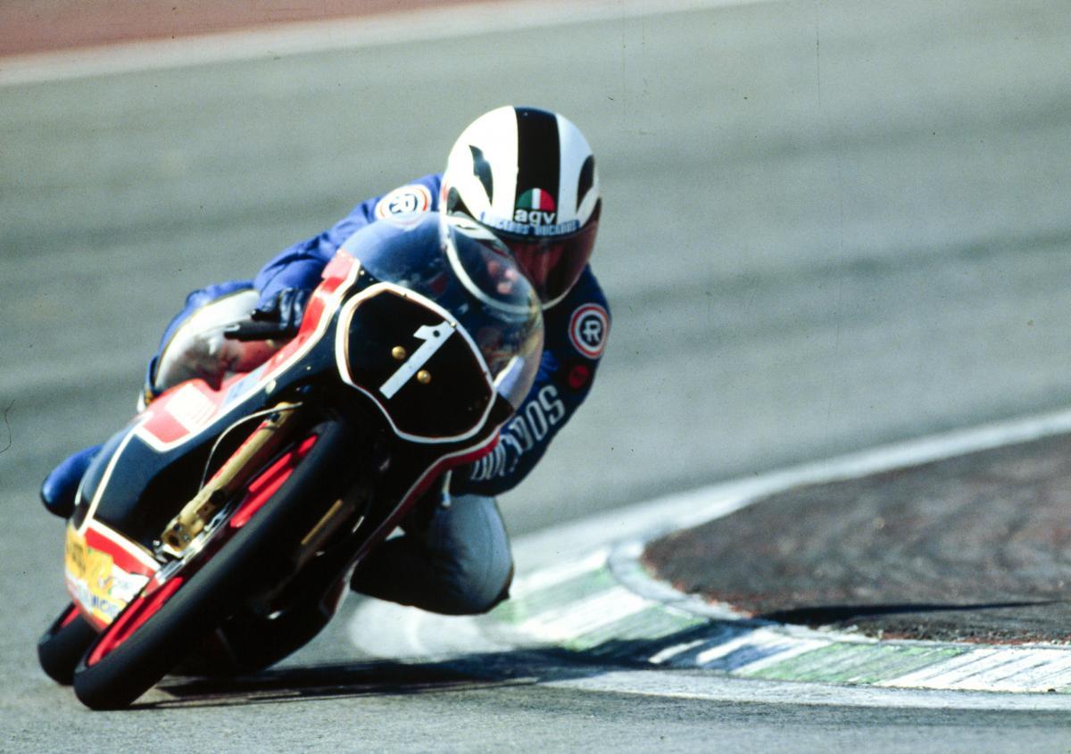 画像: 1982年、ガレリ125に乗るA.ニエト。この年は6勝をあげてチャンピオンになりました。 www.motogp.com