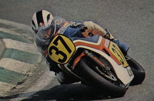 画像: 1982年スペインGP、ホンダNS500に乗るA.ニエト。予選14位、決勝4周リタイアが、最高峰クラス唯一の記録となりました。 pbs.twimg.com