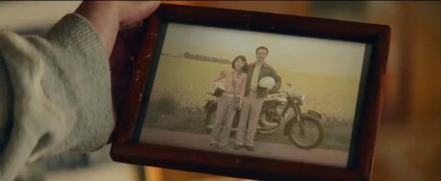 画像: 祖母の家でふと見つけた、祖母と亡き祖父の思い出の写真・・・。私の見立てでは、この車両は1962〜1964年まで生産されたOHV単気筒250ccのメグロS8ですね・・・? www.youtube.com