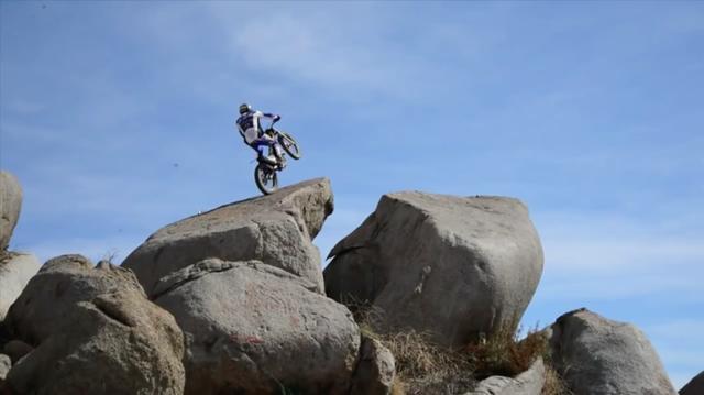 画像: ロケ地はカリフォルニア州のサンタローザ。巨石がいっぱい転がるロケーションです。 www.youtube.com