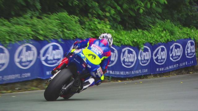 画像: Michael Dunlop. 2017 Isle of Man Senior TT. Bennetts Suzuki GSX-R1000 - YouTube youtu.be