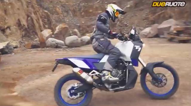 画像: DUERUOTE.IT のビデオでは、T7の迫力ある走行シーンが楽しめます。動画を見る限り、かなりオフロード走行性能は高そうですね! www.youtube.com