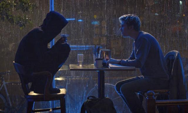 画像: Lの座り方も再現(靴は履かせないほうがよかったかな)。ライトとの対決はなかなかスリリング www.netflix.com