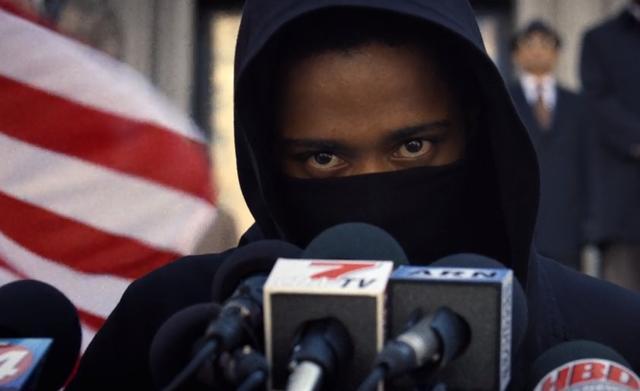 画像: 頭脳明晰な天才探偵Lに、ミステリアスなムードの黒人青年を配役するところは意外。でもいい感じ。 www.netflix.com