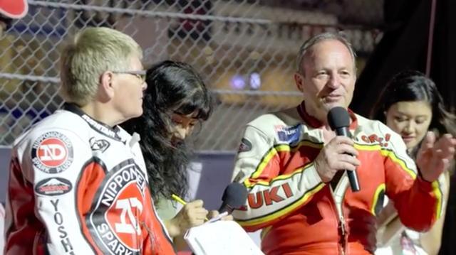 画像: ふたりはグランドスタンド前のトークショーでも、会場を盛り上げました。 www.youtube.com