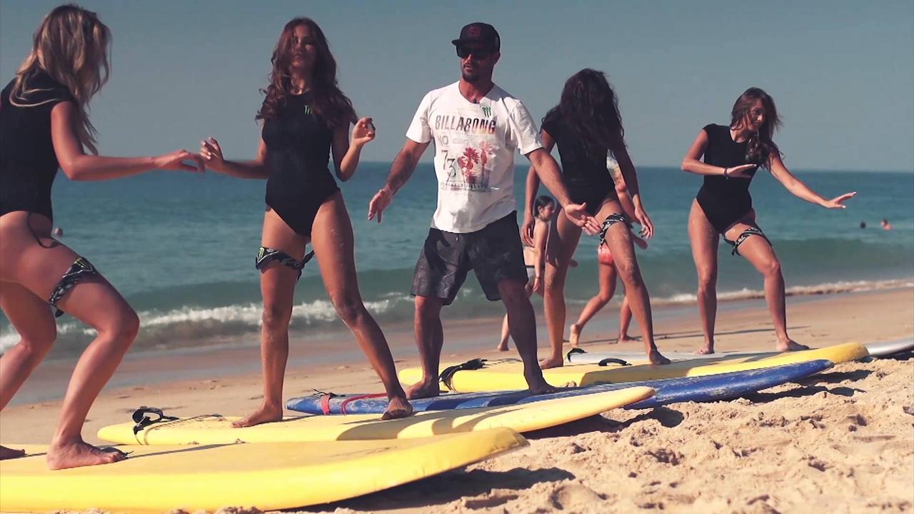 画像: Monster Girls Surf Lesson with Sancho www.youtube.com