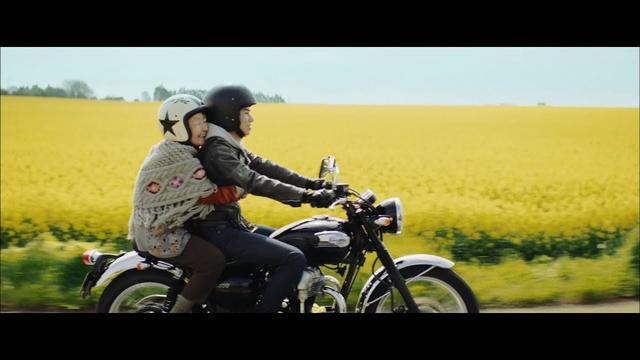 画像: 祖父の愛車がメグロで、そして孫のバイクが1960年代半ばにメグロを吸収し、その技術の一部を引き継いだカワサキ・・・というのも、なかなか良いキャスティング?と思います。(ライター:宮崎健太郎)/【CM】amazon prime アマゾンプライム 戸塚純貴 youtu.be