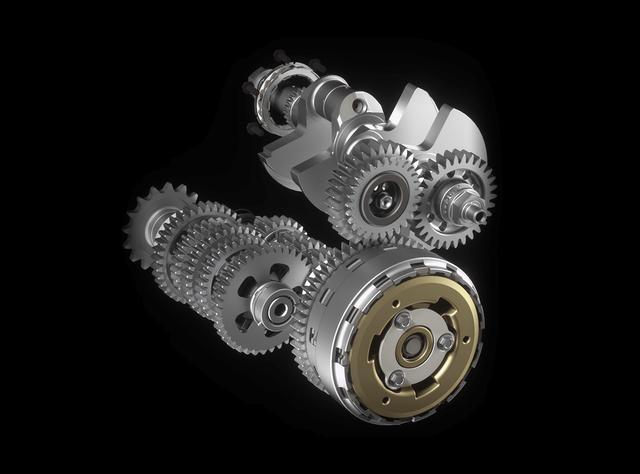 画像: クランクシャフトギアとクラッチギアの間にアイドラーギアを設けることで、クランクシャフトの回転を車輪の回転方向と逆にしています。 desmosedicistradale.ducati.com