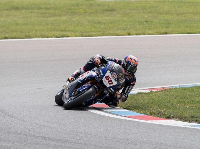画像: 8月19日、スーパーバイク世界選手権第9戦ドイツラウンドをヤマハYZF-R1で走るマイケル・ファン・デル・マーク。 race.yamaha-motor.co.jp