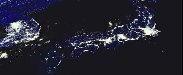 画像: 同盟国である日本も、米国政府はすべてを監視し、いつでもライフラインをシャットダウンできるという。 www.snowden-movie.jp