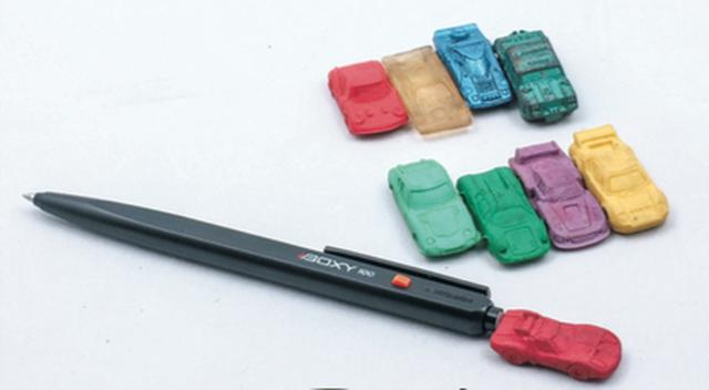 画像: 色や素材はさまざまで透明なモノもあった。プラモデル用の塗料でコーティングする子供もいました。