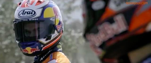 画像: スタートラインでにらみ合うペドロサ(奥)とマルケス・・・緊張感高まる?シーンです。 www.youtube.com
