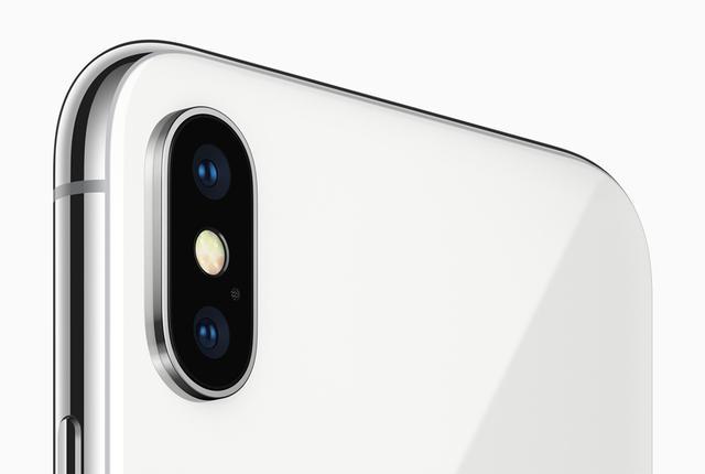画像: iPhone Xは、TrueDepth対応の7MP前面カメラと、デュアルOISを備えた12MP背面カメラを搭載しています。 www.apple.com
