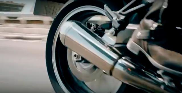 画像: エキゾースト系は集合タイプなんですね・・・。4本マフラーをクラシックファンとしては期待したのですが・・・(※個人の感想です?)。 www.youtube.com