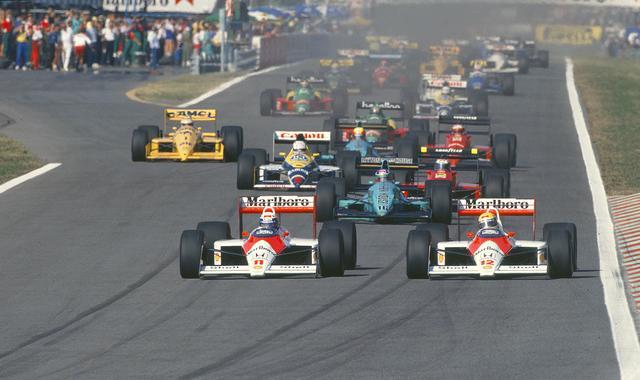 画像: 1988年の日本GP。アイルトン・セナとアラン・プロストの操る マクラーレン・ホンダMP4/4がサーキットを席巻した年で、F1史上初の16戦15勝という大記録が生まれました。 www.honda.co.jp