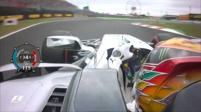 画像: シケイン手前のL.ハミルトン(メルセデス)。スムーズな車体の挙動が、まるでビデオゲームの画面を見ているような錯覚をおこさせます。 www.youtube.com