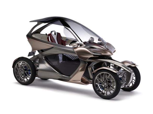 """画像: """"ハーフサイズモビリティ""""をコンセプトに開発した、二輪車から発想したモビリティの可能性を広げる前後2輪の4輪LMW。従来の二輪車にはない快適性と、発電用エンジンを備えたモータードライブや姿勢制御技術が実現する新感覚の走行フィーリングを、モーターサイクルと楽器からインスパイアされたスタイリングで表現しました。"""