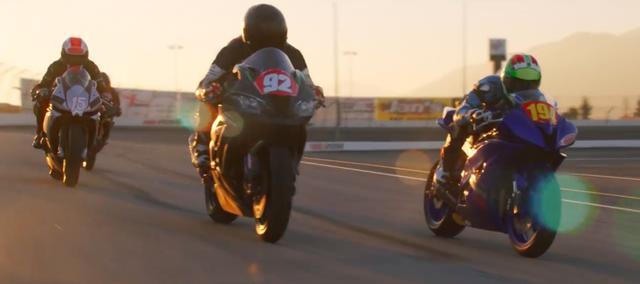 画像: モーターサイクルファンとしては、人気コスメブランドのプロモーションでロードレーシングがフィーチャーされることは素直に嬉しいですね! ありがとうシェリーナ! と言いたいです! www.youtube.com