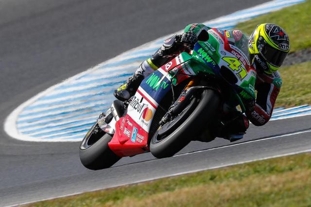 画像: CRT時代のアプリリアでも、ライダーとして活躍したA.エスパルガロ。スズキ放出後は再びアプリリアライダーとなってRS-GPを駆り、チームを引っ張っています。 www.motogp.com