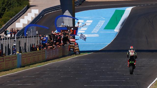 画像: スペインラウンドをパーフェクトウィンで制覇したJ.レイ(カワサキ)。圧倒的な強さですね・・・。 www.worldsbk.com