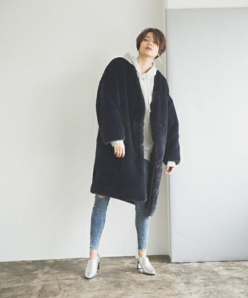 画像: デニムと合わせてカジュアルにも着れるネイビー。 zozo.jp