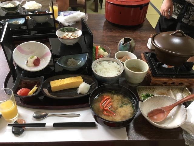 画像: 昨夜の伊勢エビを使ったお味噌汁。出汁が濃厚!
