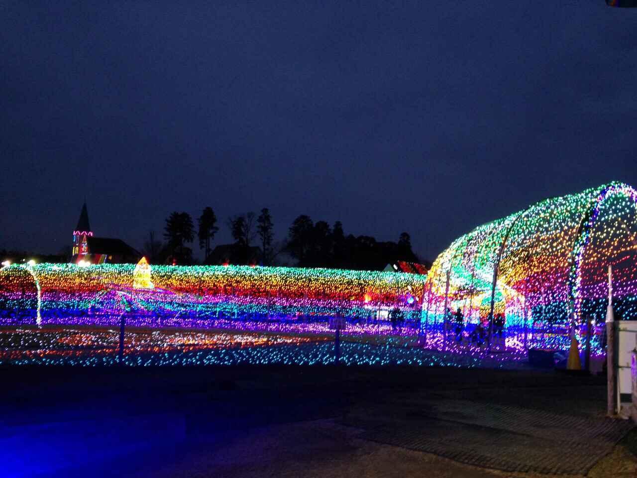 画像: 虹のトンネル☆中を通ると一面イルミネーションで不思議な感覚です☆
