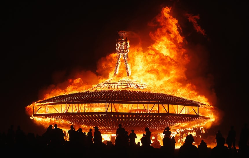画像: 「Burning Man」と呼ばれる所以であるイベント最後 すべてを無にしてから終わる https://www.theguardian.com/travel/2014/jul/29/sp-burning-man-festival-survival-guide