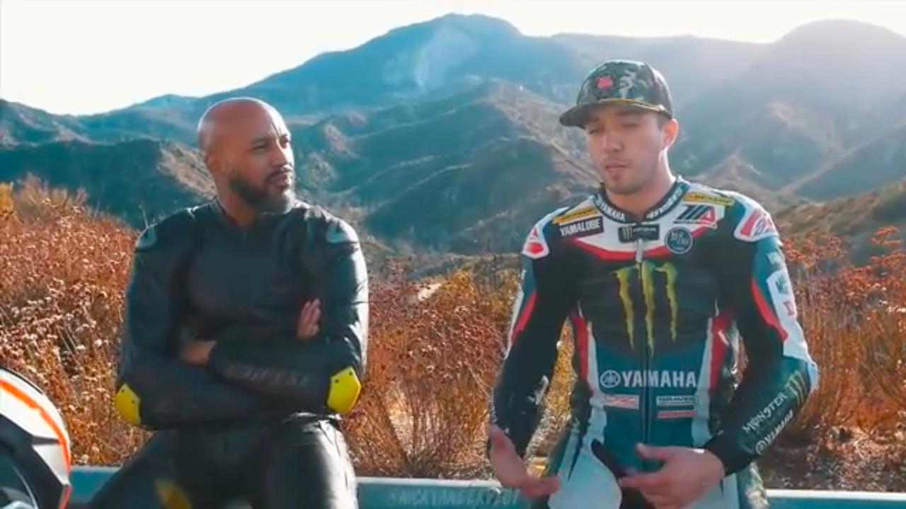 画像: 右のとっぽい兄ちゃんが、ヤマハYZF-R1に乗りモトアメリカ・スーパーバイククラスのランク8位を獲得したジョシュ・ヘリンです。 www.youtube.com