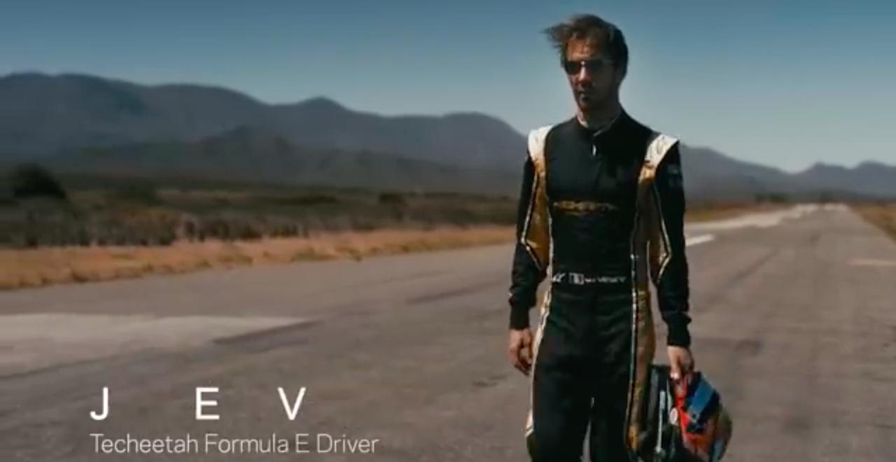 画像: チーターに挑むフォーミュラEのドライバーは、ジャン=エリック・ベルニュ。フォーミュラ・ルノー、F1、そして2014-2015シーズン以降フォーミュラEを戦うフランス人です。 www.youtube.com