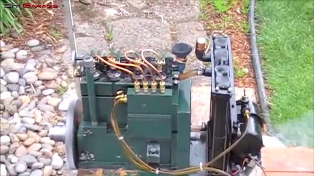 画像: ちょっと排気量はわからないですけど、4気筒のディーゼルエンジンです! www.youtube.com