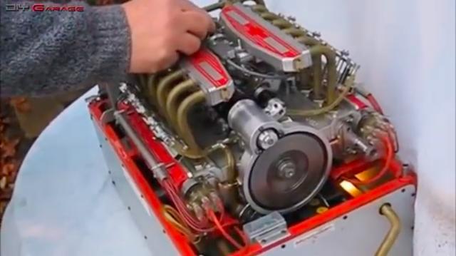画像: こちらはフェラーリ512TRの水平対向12気筒のミニチュアエンジンです。 www.youtube.com