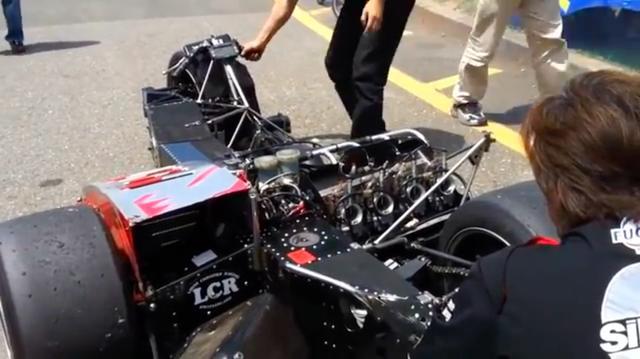 画像: こちらはサイドカーレースの名門コンストラクター、LCRの車体にヤマハTZ500のエンジンを積んだものですね。ほかの動画に登場する変態2ストロークたちに比べると、かなりマトモです(笑)。 www.youtube.com