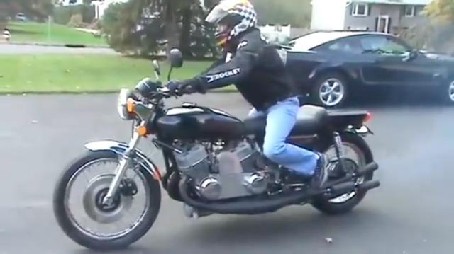 画像: こちら、カワサキ750SS(H2)のツインエンジン=6気筒仕様のカスタムです。ドラッグレーサーみたいなライディングポジションで公道を爆走します! www.youtube.com