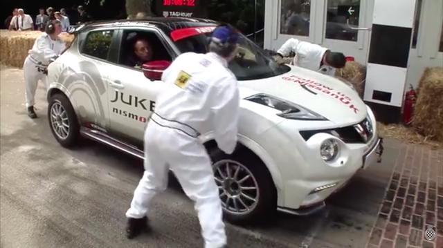 画像: 2015年のグッドウッド・フェスティバル・オブ・スピードにて。出走を待つのは、ユニークなコンセプトのスポーツカー、ニッサンのジューク・ニスモRS。ドライバーはテリー・グラントです。 www.youtube.com