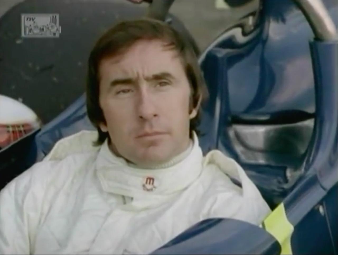 画像: P34の印象を語るスチュワート。インタビュアーの「F1への復帰は?」という質問には、「ないない(笑)」と笑顔で答えていました。 www.youtube.com