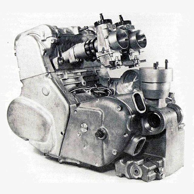 画像: 空冷OHVツインのコマンド用エンジンに代わる次世代型として開発された、P86エンジン。DFV同様にDOHC4バルブを採用。カムの駆動は静粛性と潤滑不要を考慮してコグドベルトが使われています。キャブレターはアマルMk2を装着。強烈な360度クランクの振動を解消するため、バランサーシャフトを備えています。 www.odd-bike.com