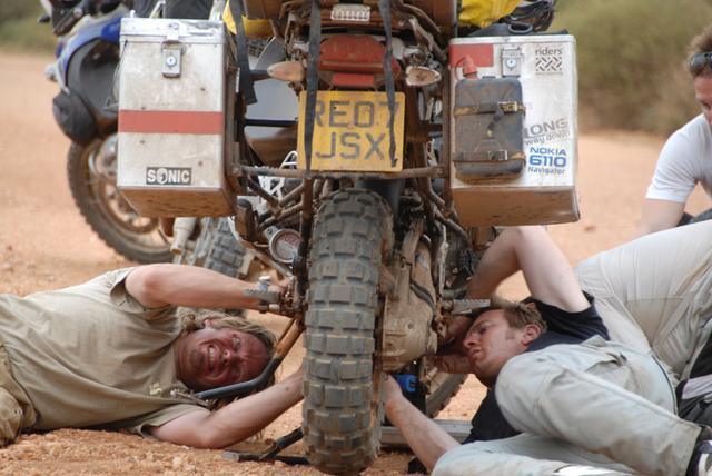 画像3: バイク大好き俳優こと、ユアン・マクレガー様の冒険を記録したDVD『ユアン・マクレガー 大陸縦断バイクの旅/Long Way Down』が発売されますよ。