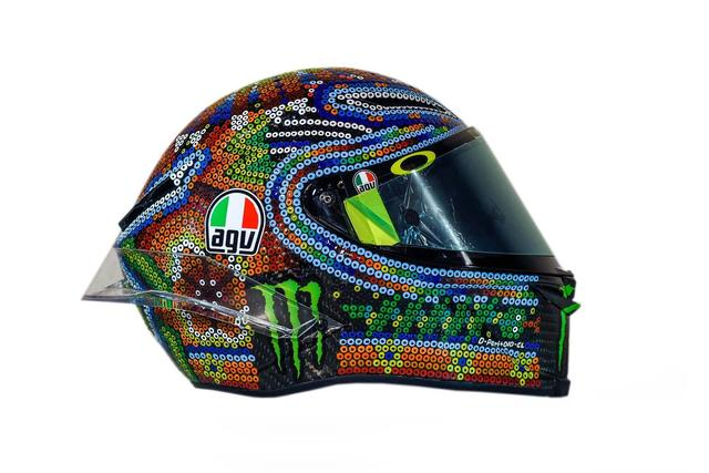画像: MotoGP: Rossi goes Mexican with winter testing helmet