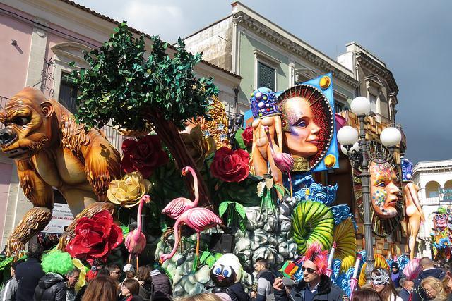 画像: Forget Venice, visit these Italian cities for a unique carnival experience
