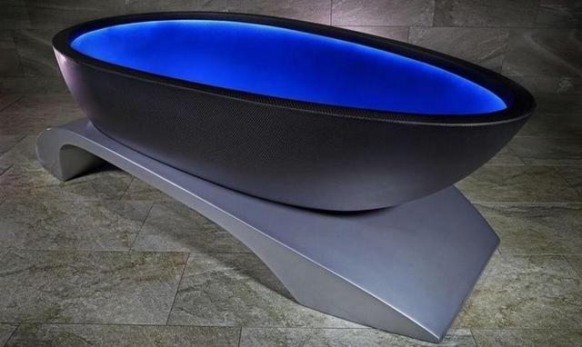 画像: La Baignoire is a Carbon Fiber Bathtub with Mood Lighting