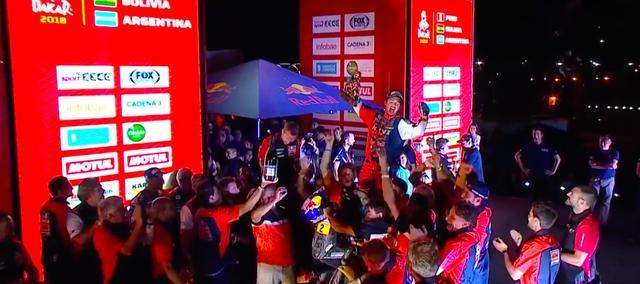 画像: フィナーレで喜びを爆発させるM.ウォークナー。 www.youtube.com