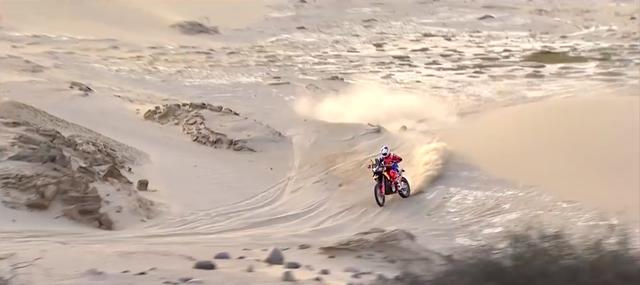 画像: ペルー、ボリビア、アルゼンチンを舞台にした今年のダカール・ラリーですが、序盤からハードな砂丘越えが連続するコース設定で、かなりキツイ「ふるい」をかけられたカンジでした。 www.youtube.com
