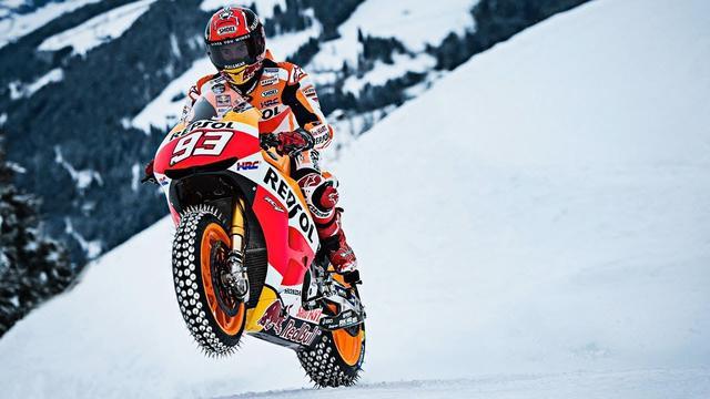 画像: MotoGP Champion Races Up Snow and Ice at World Cup Ski Course www.youtube.com