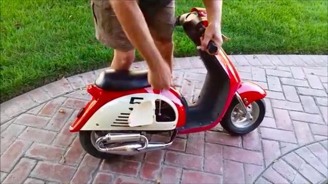 画像: どうもエンジンは、リコイルスターター始動の汎用エンジンっぽいです。 www.youtube.com
