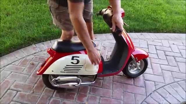 画像: Mini Vespa, Super Fun, Pocket Vespa, 35 mph youtu.be