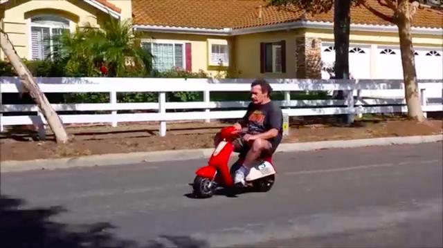 画像: 動画を見ると、なかなかキビキビとした走りっぷりなことがわかります。最高速は35mph=約56.3km/hとのこと! www.youtube.com