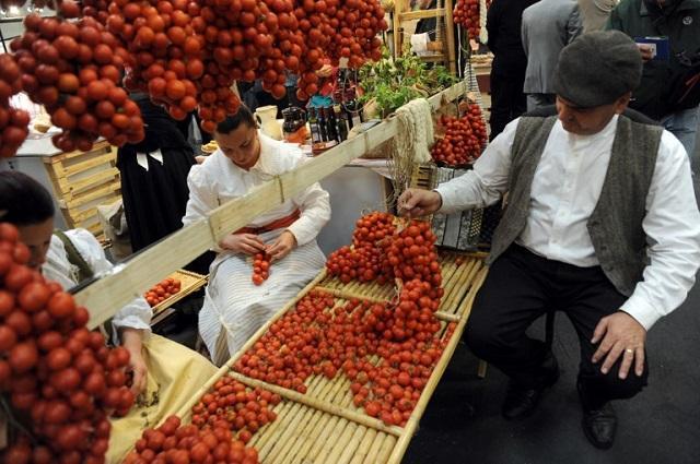 画像: Fierce debate in Italy's southern regions over special status for tomatoes